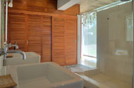 Bath and shower in the first bedroom, Casa Phil, luxury rental in Las Terrenas