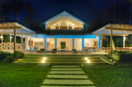Exterior by night with garden view, Villa Ocean Lodge, Los Nomadas, beachfront