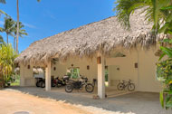 Parking, Villa Ocean Lodge, Los Nomadas, beachfront